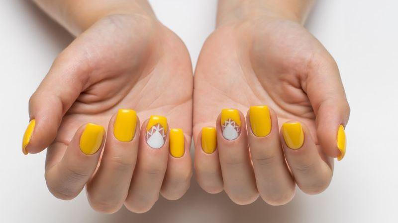 Enjoyable Yellow Nail Art